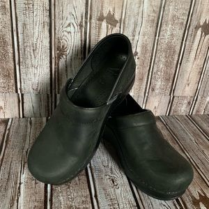 Black size 7 Dansko shoes